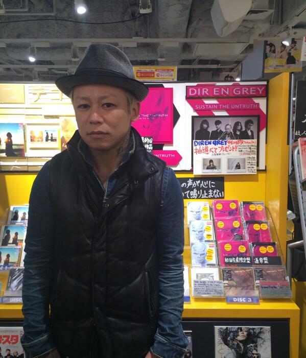 渋谷タワーレコードにフラフラフラフラ~っと。 京 http://t.co/gduDiTVQhg