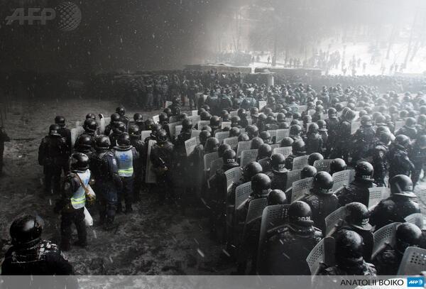 """De beelden uit Kiev doen een beetje aan Mordor denken. """"Apocalyptique photo @afpfr http://t.co/HCp4esXJop #euromaidan"""""""