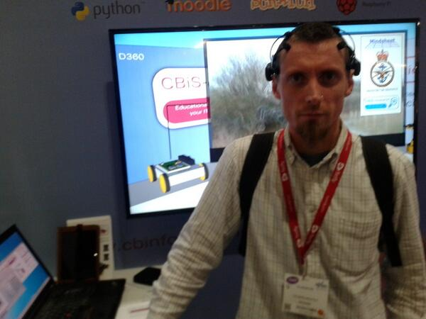 Trying out brainwave tech from CBiS #Bett2014 http://t.co/UFpSnqBPhd