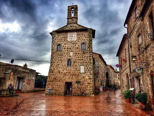Charming Sovana...another quaint medieval village in Maremma you should visit in #Tuscany.  #italy #travel http://t.co/F9E850Z2Fx