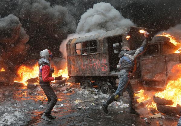 #Ukraine - La semaine où Kiev s'est embrasée : des photos impressionnantes >> http://t.co/NfrkrhfbgA http://t.co/ogLFbmmL5o