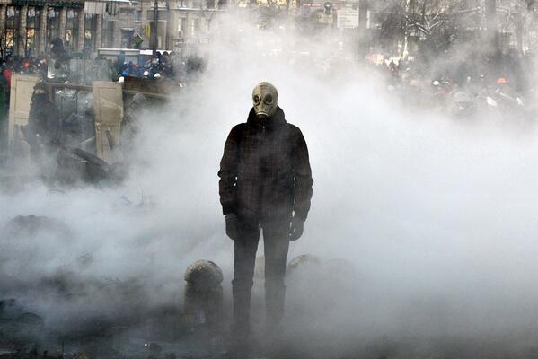 A picture of defiance: not sci-fi movie, but protestor preparing for battle in #Kiev. Terrifying. #Ukraine http://t.co/tTonMz8Jlt