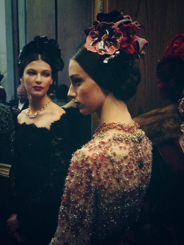 Our last couture show in Milano! @dolcegabbana #couture #ciao 44 beautiful headpieces http://t.co/tcRmAG5Anz