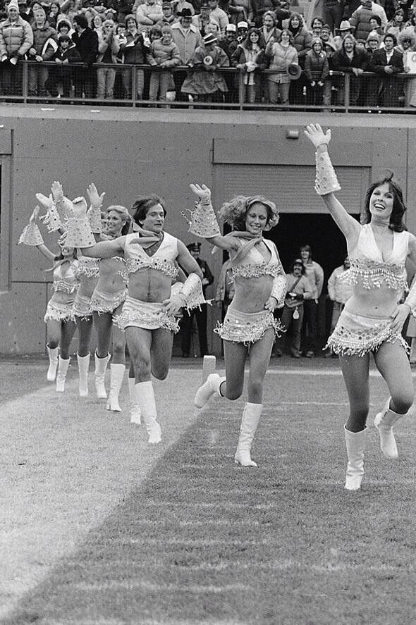 It's Friday! So here's a picture of Robin Williams dressed as a cheerleader #FabulousFriday http://t.co/Q2dw7vk9bi