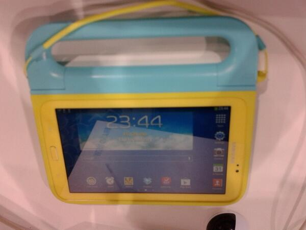 "Interesting 7"" android tablet from Samsung with handle. #Bett2014 http://t.co/rTqZmHXEDp"