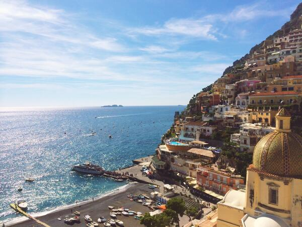 Amalfi Coast from the stunning @LeSirenuseHotel in #Positano with @EAhoneymoons is the epitome of #luxe. #FriFotos http://t.co/OQZtjLTDCl