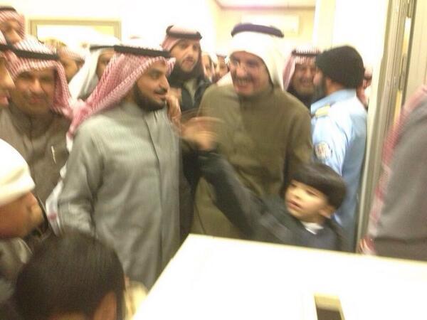 صورة / المعتقلين الكويتيين المفروج عنهم من العراق يشكرون د.محمد الحويلة لجهوده مع وزارة الخارجية في الافراج عنهم. http://t.co/z2DvarbQXg