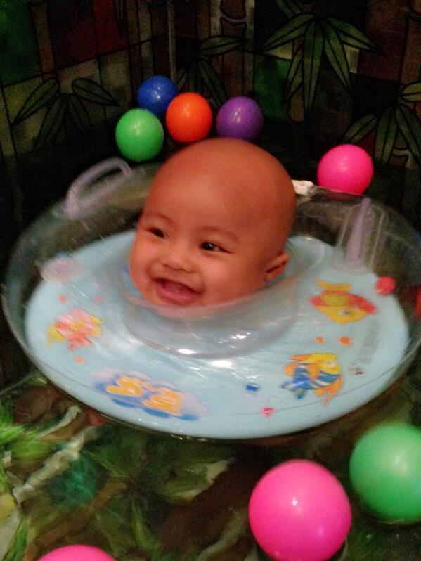 ini bayi girang banget nih berenang di @momnjospa ❤️❤️❤️❤️❤️❤️❤️ love you boy! http://t.co/l7U91z4qvi