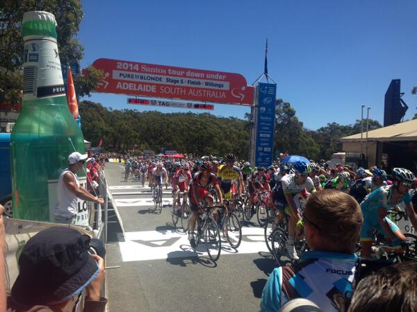 The home stretch. Riders with less than 19km to go @SantosTDU_Live #TDU #pureblonde http://t.co/B3xeiKRoA3