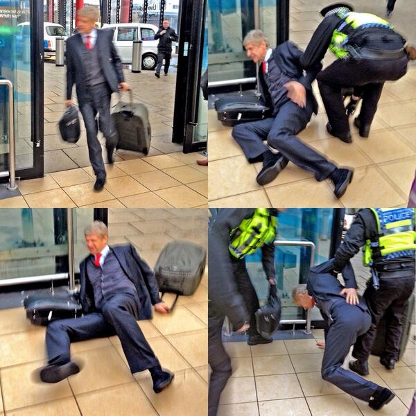 """@LFCFansCorner: Wenger at the airport today. http://t.co/cdPggLaLUt"""