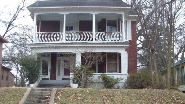 Beautiful empty house in the area located at 1955 Nelson Ave #cymicro http://t.co/Eolb1HQjOo
