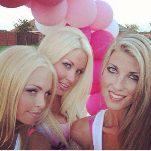 Diosa pink party with @thejessejane  Kaylie @tfanny10