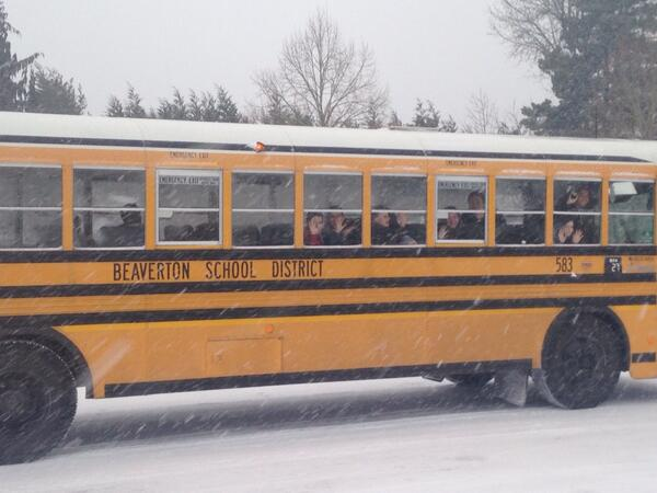 School buses loaded with kids still on the road. It's slow going #snow #pdxtst http://t.co/2VwEzViqUy