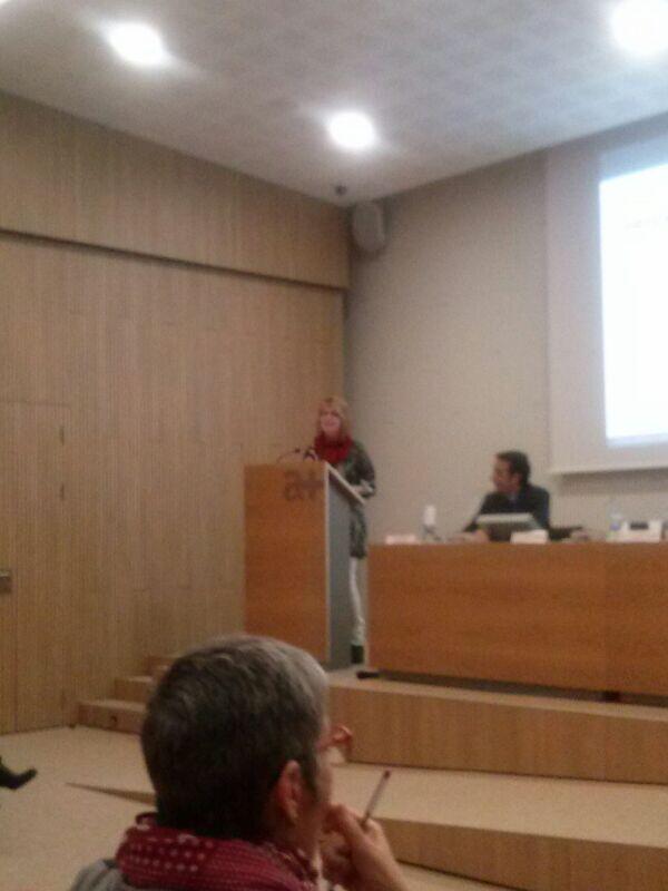 Parla Magda Tarrés d' @eapeugeniaberga @icscat : Educació en grup en la deshabituació tabàquica a l' #aprimaria http://t.co/50WbqBkpUP