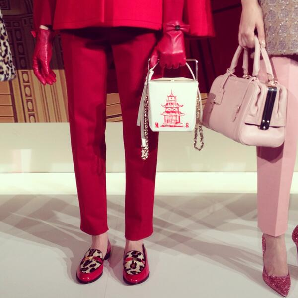Chinese takeout container as handbag @katespadeny #nyfw http://t.co/kmaKDVHVWZ