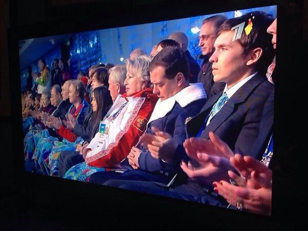Балерина Вишнева выступает под тихую спокойную музыку, чтобы не разбудить премьер-министра Медведева: http://t.co/LvB27Ax3vi
