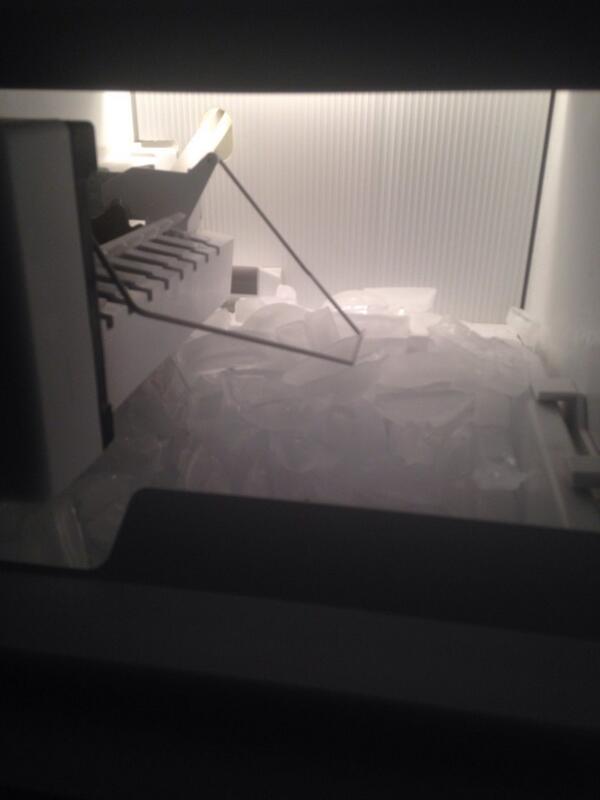 Ice piling up in South Austin. #dispatchesfromATXstorm http://t.co/PdIwG3Mvti