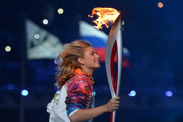Maria Sharapova runs with the Olympic torch during the #Sochi2014 Opening Ceremony http://t.co/a4JOVb8KPi