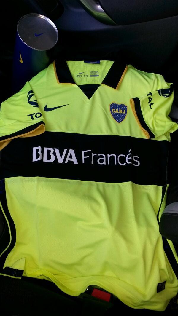 Aquellos que hagan RT, participan del sorteo de esta camiseta alternativa de #Boca presentada por @nikefutbol_ar RT! http://t.co/67MGI9WRlk