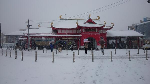 雪の片瀬江ノ島駅 http://t.co/gXD5bNen8i
