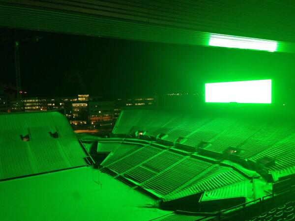 Kinnick Stadium decked out in @uidm lime green. #UIDM20 #FTK http://t.co/PZBa19Vk5b
