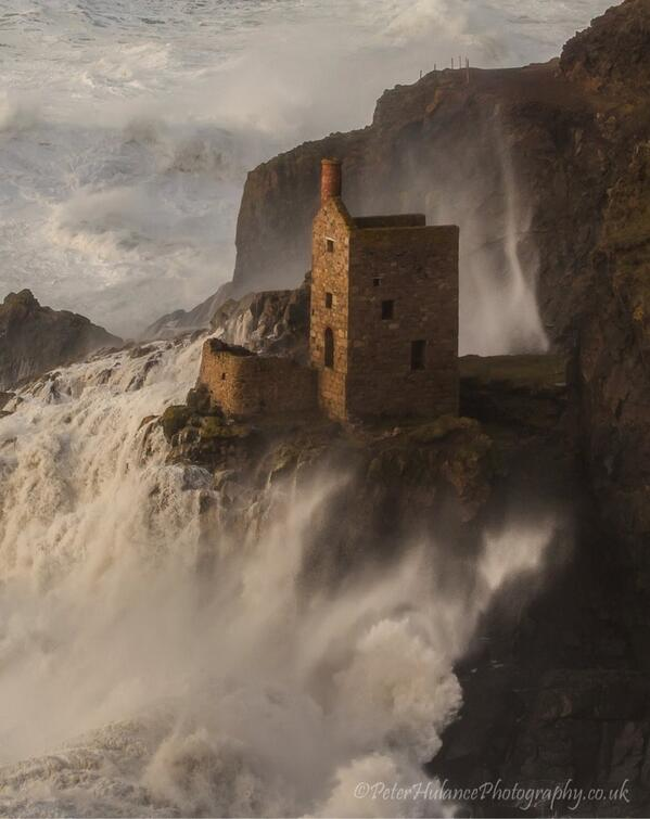 Wow!!!! RT @AndyFeltz: What a picture thanks to Peter Hulance #cornwallstorm #cornwallhour http://t.co/b5bCdVA98T