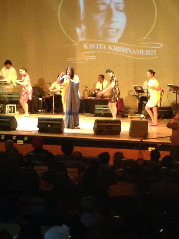 and the great singer Kavita starts with Hawa Hawaai reminding us of wonderful @SrideviBKapoor http://t.co/9s5sH0ztdw