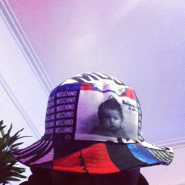 moschino bucket hat moschino bucket hat ... d31c36e52e9