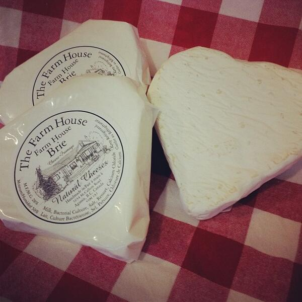 #Heartshape #brie for Nat Bailey #Vancouver Farmers Market 10-2 @VanMarkets #intimeforvalentines http://t.co/m29slmZrmG