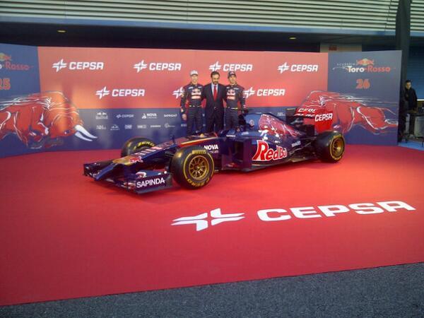 Toro Rosso STR9, avec les pilotes