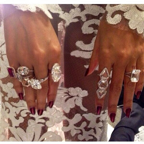 Beyoncé's amazing bling last night!!! #GrammyAwards http://t.co/JJoOG45Yc2