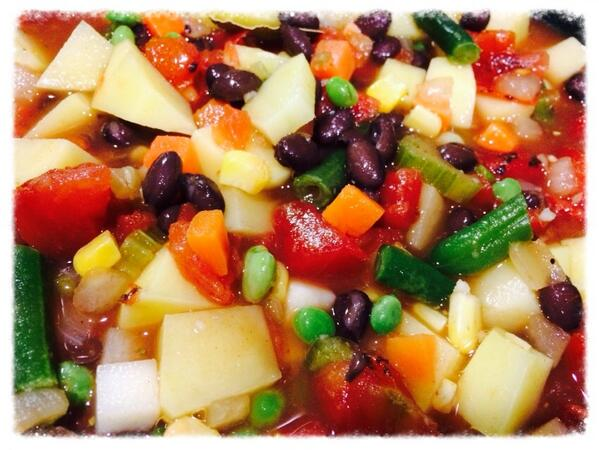 Making some black bean veggie stew. http://t.co/9fYRTcXM10