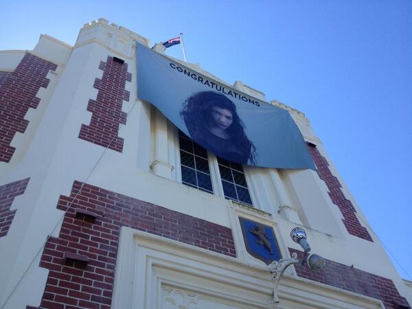 Lorde's high school, Takapuna Grammar, celebrates  #lorde http://t.co/XM6WDmtelj