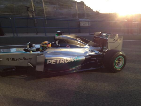 Lewis Hamilton first car out the pits to begin 2014 - sounding interesting around the track. Loud! http://t.co/jwMIVqxZ53