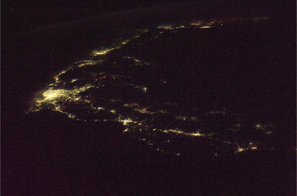 日本列島の夜景。右手が北海道の南端で、九州の一部まで写っています。 pic.twitter.com/AKoFjKmsLE