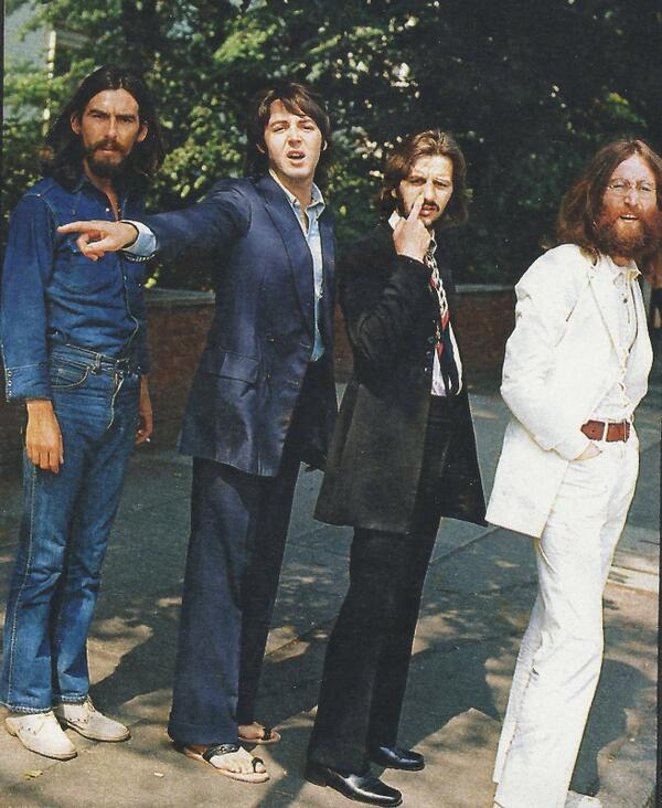 The Beatles waiting to cross Abbey Road during the shooting of the legendary album cover http://t.co/YjeHBw7QzB v @rosequartz0518