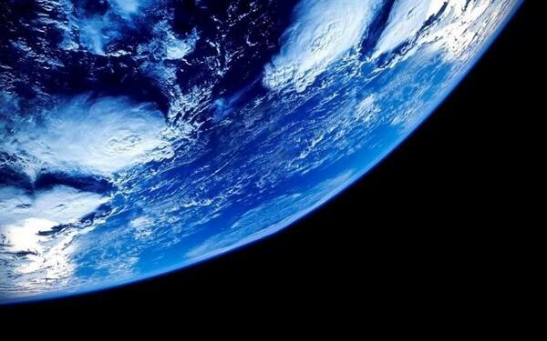宇宙では地球のことを蒼い真珠と呼ぶ http://t.co/QrTJOzdwnN