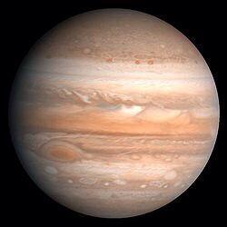 木星は偉い 地球をまもってる 木星が無かったら 地球にたくさん隕石や小惑星が降ってくる そのデカさや強力な引力で隕石や小惑星の壁になったりそらしている だから木星が無かったら地球には生物は繁栄出来なかった木星さんありがとう pic.twitter.com/0dr51KJNrV