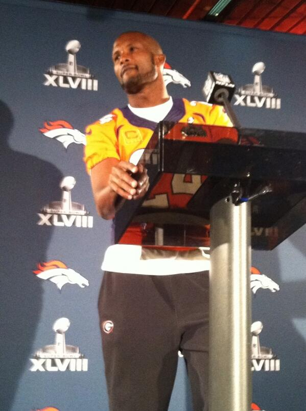 Champ Bailey still wearing Georgia sweats. http://t.co/c0L9LFpsDt