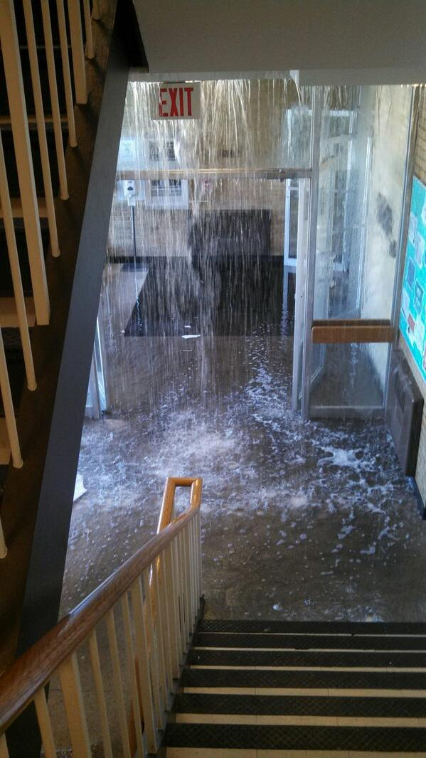 Savanna Tomei On Twitter A Water Line Burst In Taylor Hall Reporters Are On Scene More On News Watch At 5 30 Eiu Http T Co Ni4jmiawfp