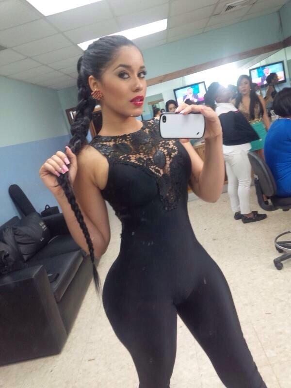 Negra voluptuosa de colombia mostrandose desnuda en el web - 1 part 1