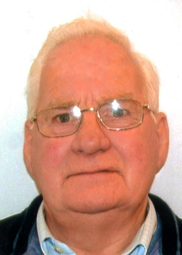 Missing:Douglas Bruce (78) from Peterculter. Wearing dark jacket, grey trousers, brown boots+hat. Call 101 with info http://t.co/61JwCp8p6f