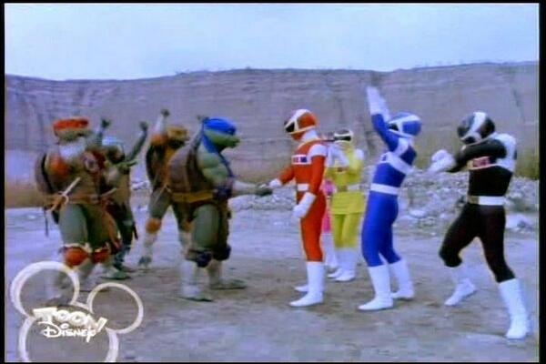 When did this happen and why is the Black Ranger doing the Dougie? http://t.co/HNGlhF0GUT