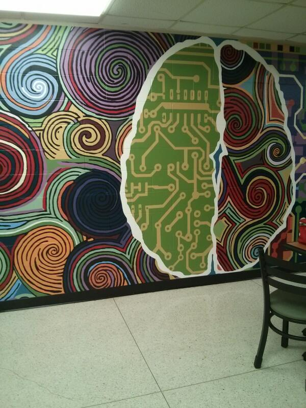 Cool wall art/graffiti ! Can u see the brain?? A beautiful scene in the Sub Cafe #jrlweb #udmicro http://t.co/eR1pghSGnT
