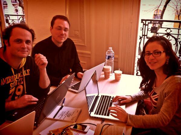 La #teamcafeine w/ @cecilelg @benrict @VincentLeble avec un petit #objetconnecte dont on vous reparle asap ^^ #HDM14 http://t.co/ZwnM1UcSUG