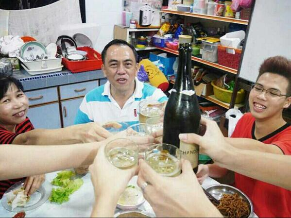 Highlight of our #CNY reunion dinner--Drinking Chandon champange all the way from Melbourne,Australia #Atas http://t.co/7dMnumXbkN