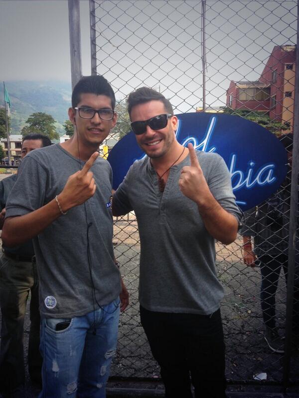 Con el parcero  @espinosajuanpa desde @IdolColombia . http://t.co/5sU2bN3yDV