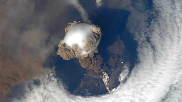 BOOM. Astronauts on the #ISS captured the Sarychev volcano in action @ISS_Research VIDEO: http://t.co/wN77PiWy7Z http://t.co/O8iKywSY9B