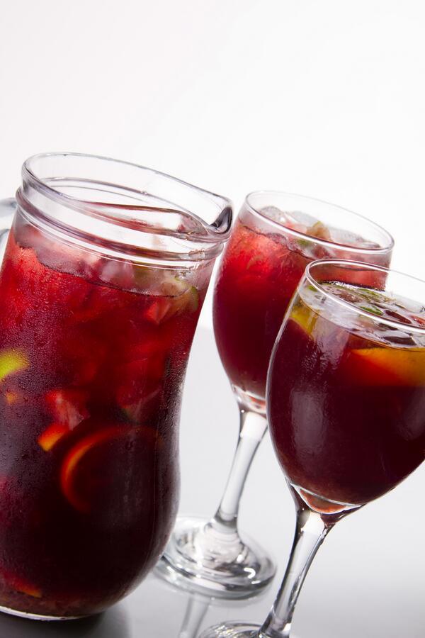 ¡Tu picada hoy te viene con una jarra de sangría de cortesía! http://t.co/YJVB315P1R