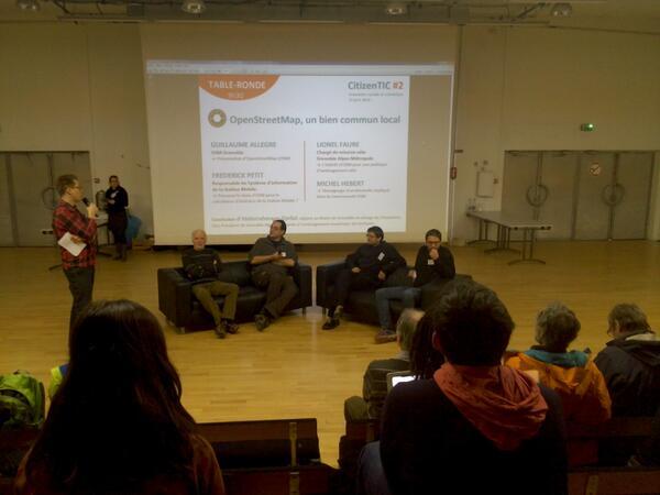 Lancement de la journée #CitizenTIC avec la première table ronde : #OSM , un bien commun local http://t.co/XC25UHHZn8